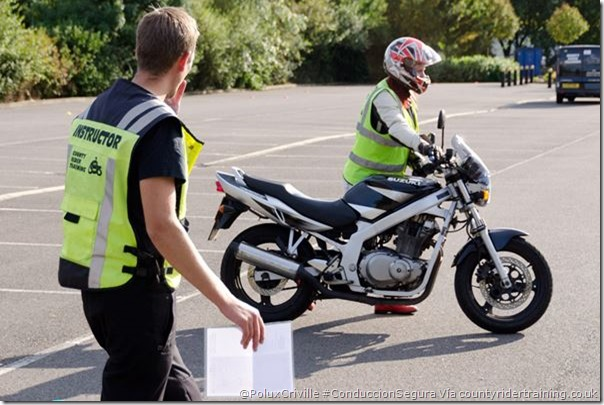 PoluxCriville-Via_countyridertraining.co.uk_cursos-conduccion-segura-moto (4)