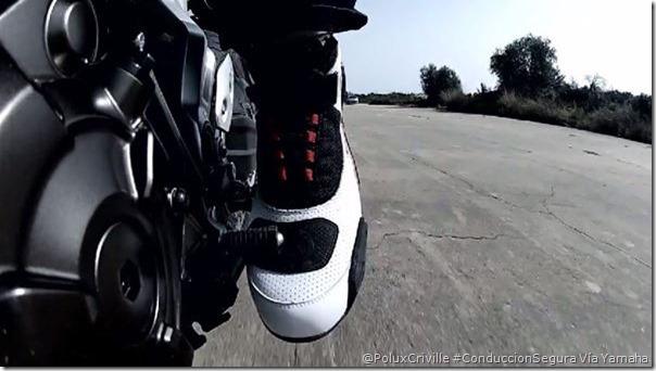 PoluxCriville-Yamaha-bota-moto-refuerzos