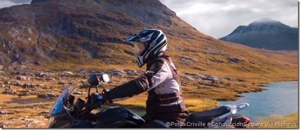 PoluxCriville-Michelin-posicion-cuerpo-conduccion-segura-moto