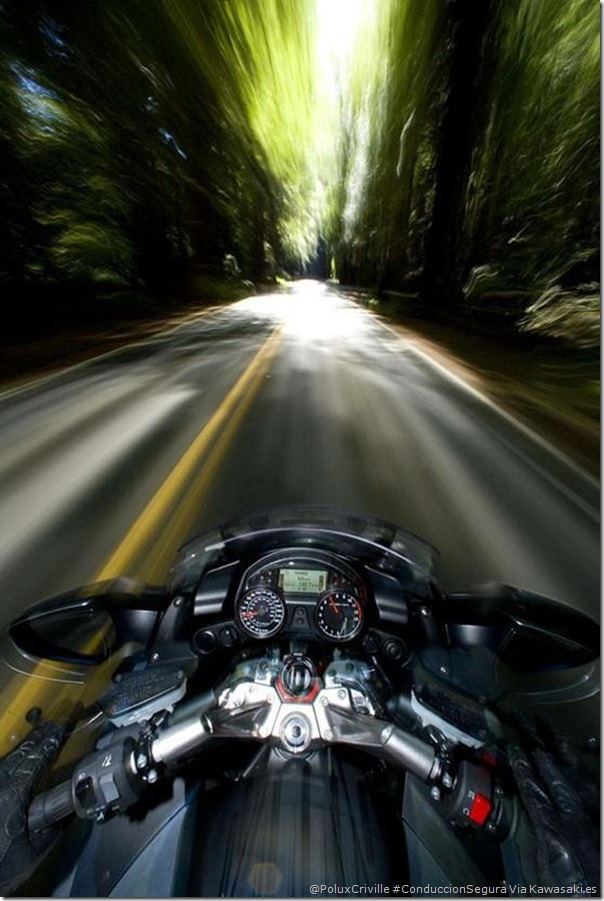 PoluxCriville-Via-Kawasaki_es_conduccion-segura-moto-efecto-tunel
