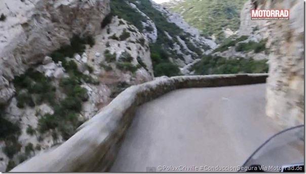 PoluxCriville-Via-Motorrad.de-curvas-sin-visibilidad-frenada-emergencia-carreteras-montana-2