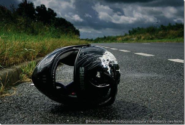 PoluxCriville-Via_Motorcycle News_casco-abrochar-cabeza-conduccion-segura-moto