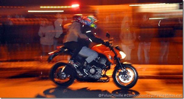 PoluxCriville-Via_Motos.net-conduccion-nocturna-visibilidad-pasajero-moto