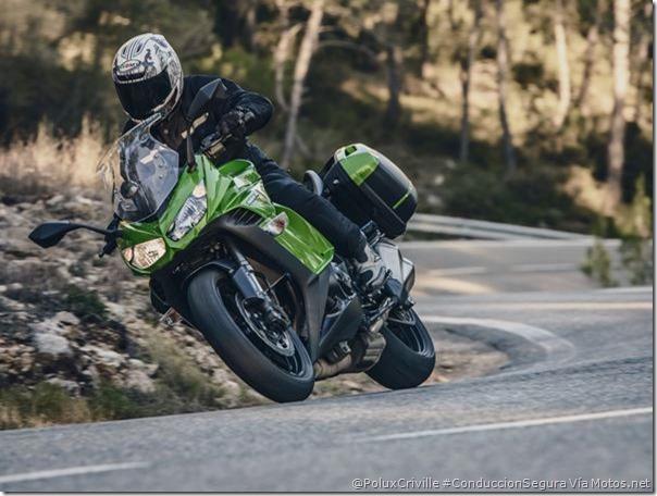 PoluxCriville-Via_Motos.net_moto-conduccion-circuito-carretera-Kawasaki-z-1000-sx