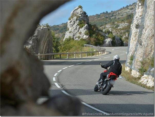PoluxCriville-Via_MV Agusta-conduccion-segura-moto-curvas-frenada-vertical-Rivale 800
