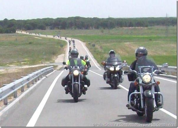 PoluxCriville-Conchi_Ares-moto-grupo-ruta-formacion-zig-zag_3