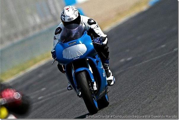 PoluxCriville-Vía_Oswaldo Maroto-preparar-moto-circuito-cinta-americana-carenado-fibra