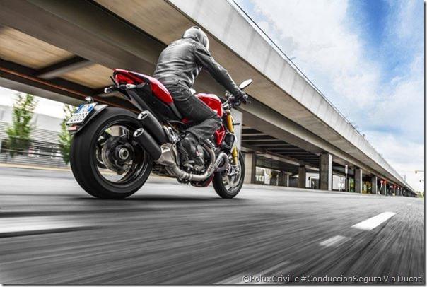 PoluxCriville-Via-Ducati-conduccion-segura-moto-ducati-monster-1200s-2014