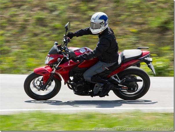 PoluxCriville-Via Motos.net-Felix Romero-125-15-cv-carretera-abierta-peligros-conduccion-segura