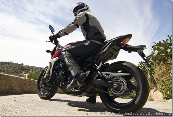 PoluxCriville-Via-SoyMotero_net-Javier-Ortega-conduccion-segura-moto-Suzuki-gsr-750