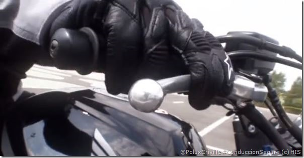 PoluxCriville_Honda_Instituto_Seguridad-moto-dos-dedos-maneta-freno-ciudad
