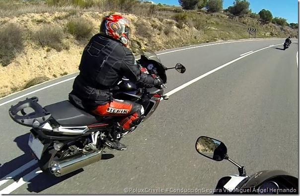 PoluxCriville-Via_Miguel Angel Hernando_adelantamientos-visibilidad-seguridad-conducion-segura-moto