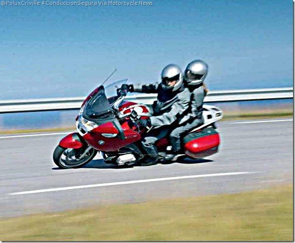PoluxCriville-Via_Motorcycle News_conduccion-segura-moto-pasajero-estado-neumaticos-consejos