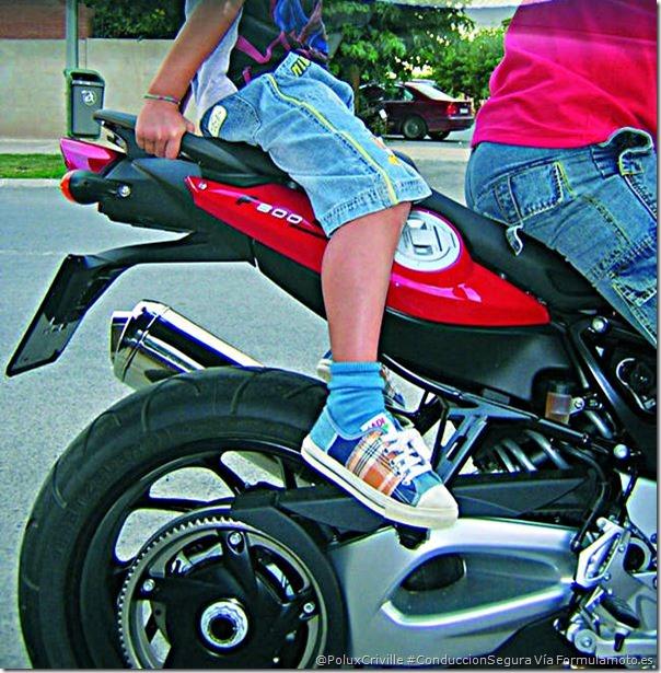PoluxCriville-Via-Formulamoto.es-pasajeros-menores-de-edad-conduccion-segura-moto