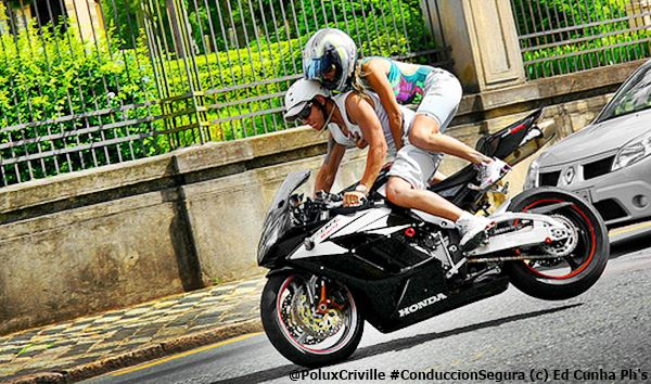 PoluxCriville-Via_Ed_Cunha_Phs_pasajero-sujecion-asas-moto-conduccion-segura
