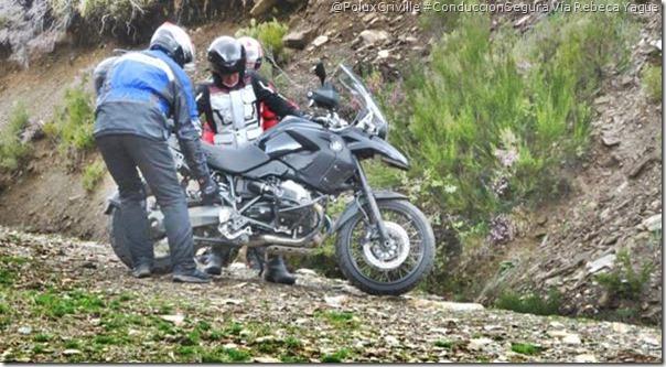PoluxCriville-Via_Rebeca Yagüe Quintín_ayudar-moto-colega-conduccion-segura