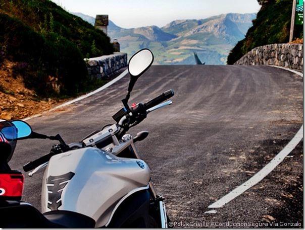PoluxCriville-Gonzalo-gdelasheras_blogspot_com_es-moto-ruta-curvas