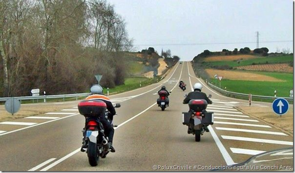PoluxCriville-Vía_Conchi_Ares_conduccion-segura-moto-formacion-zig-zag