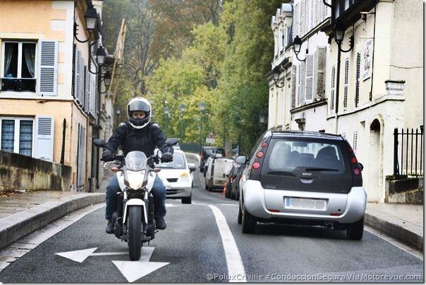 PoluxCriville-Via-Motorevue.com_conduccion-ciudad-evita-pisar-pintura-suelo-Honda-nc-700-s-dct