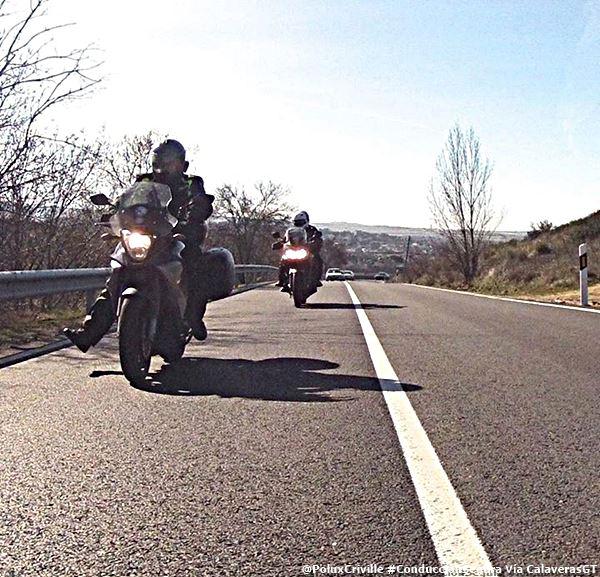 PoluxCriville-Via_Calaverasgt_marcar-gravilla-moto-detras