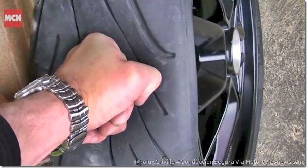 PoluxCriville-Motorcyclesnews.com-comprobar-presiones-neumatico-moto-conduccion-segura