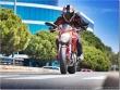 PoluxCriville-Motos_Net-Flix_Romero-moto-conduccion-mucho-poco-sin-trafico-Ducati-Monster-1100-E.jpg