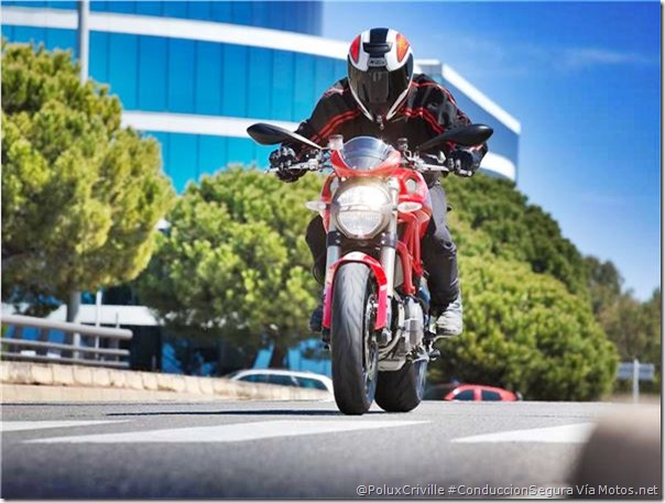 PoluxCriville-Motos_Net-Félix_Romero-moto-conduccion-mucho-poco-sin-trafico-Ducati-Monster-1100-Evo_14