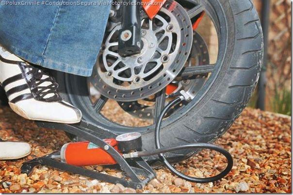 PoluxCriville-Vía_Motorcycles_News-mala-presion-provoca-accidentes-conduccion-segura-moto
