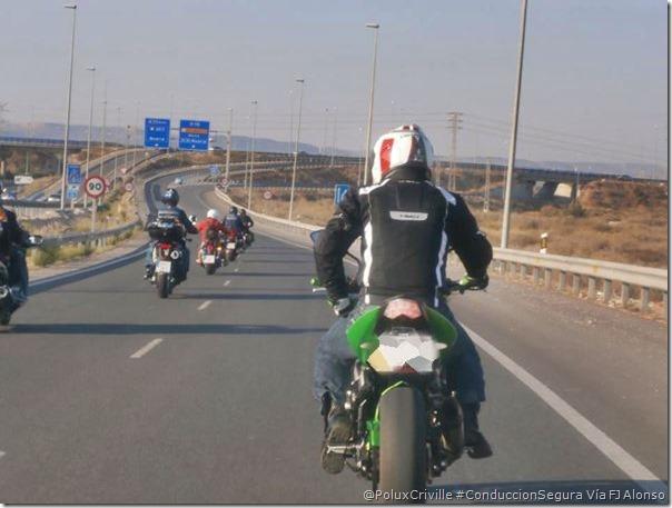 PoluxCriville-Via-Fco Javier Alonso Martín_Jose_Espin_conduccion-poco-trafico-moto