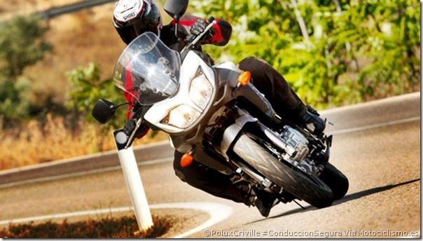 PoluxCriville-Via-Motociclismo.es-conduccion-segura-moto-paso-curva-salida-gas