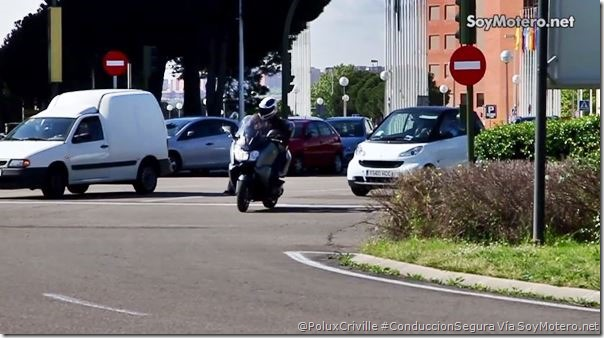 PoluxCriville-Via-SoyMotero.net-ciudad-semaforos-alerta-precaucion-vehiculos-pantalla