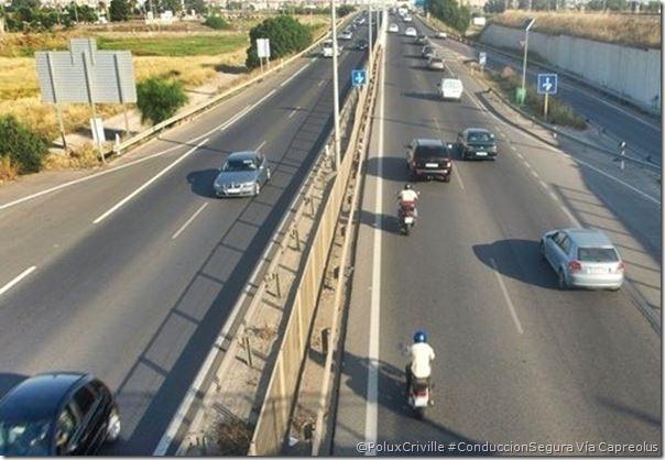 PoluxCriville-Via_Capreolus-adelantar-carril-izquierdo-conduccion-segura-moto