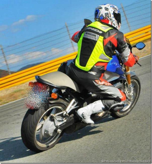 PoluxCriville-Autor-desconocido-conduccion-segura-complementos-reflectantes-seguridad-pasiva-moto