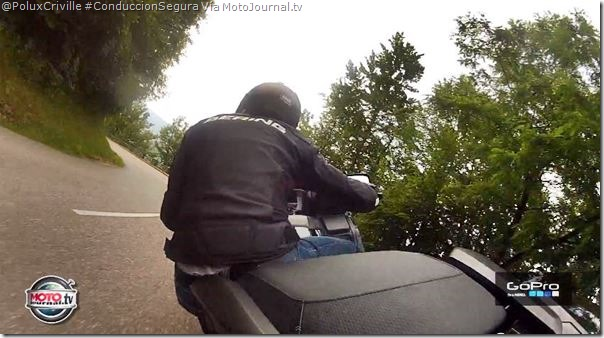 PoluxCriville-MotoJournal.tv-moto-curva-postura-equilibrio-Honda-F6B