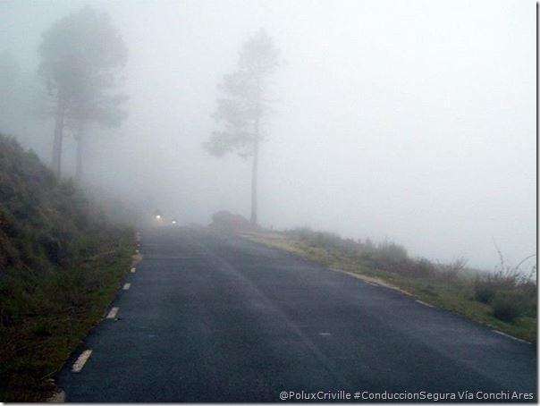 PoluxCriville-Via_Conchi Ares niebla-peligro-moto-conduccion-segura