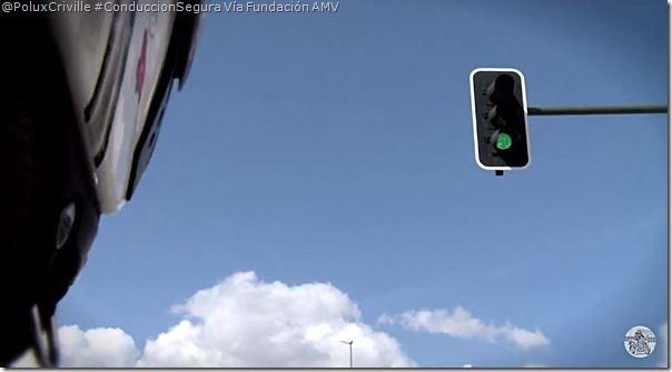 PoluxCriville_Via_Fundacion AMV-conduccion-por ciudad-moto-1