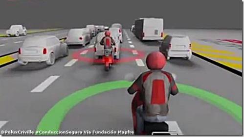 PoluxCriville-Via-Fundacion-Mapfre-Evitar-choques-por-alcance-moto-conduccion-segura