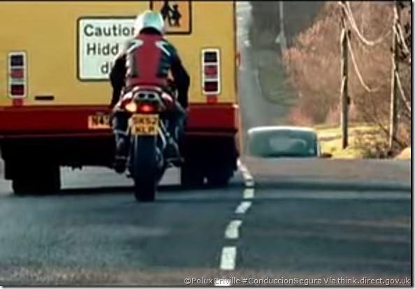 PoluxCriville-Via-think.direct.gov.uk-Piensa-dos-veces-antes-de-actuar-conduccion-segura-moto
