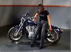 PoluxCriville-Via-Harley-Davidson-detalles-antes-de-levantar-moto.jpg