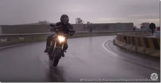 PoluxCriville-Via-Honda.com_.br-conduccion-segura-moto-lluvia.jpg