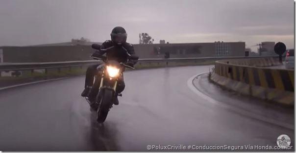 PoluxCriville-Via-Honda.com.br-conduccion-segura-moto-lluvia