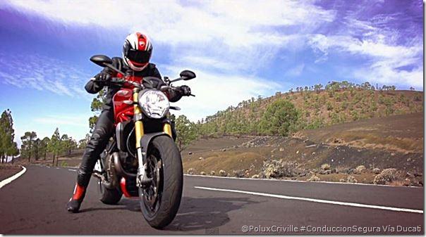 PoluxCriville-Ducati-salida-moto-curvas-conduccion-segura