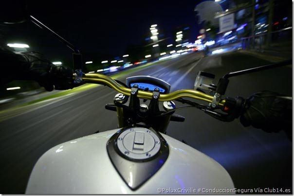 PoluxCriville-Vía_Club14_Motos_moto-ciudad-conduccion-segura-noche