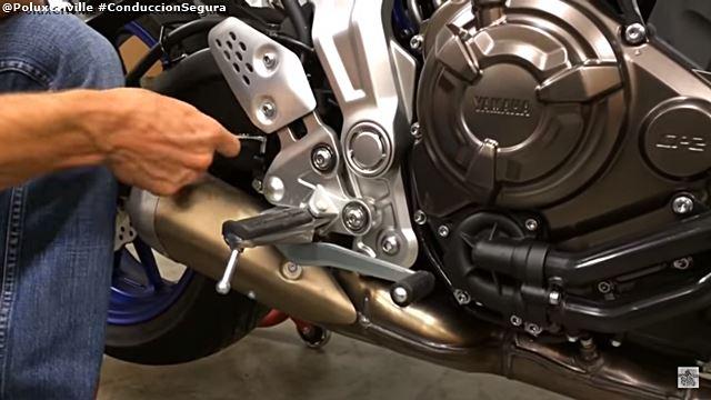 PoluxCriville-Via-Motorciclist-Magazine-ajuste-mandos-cuerpo-piloto-moto