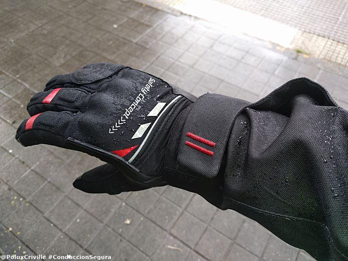 7b588420eb1 poluxcriville-guantes-garbaldi-safety-primaloft-lluvia-moto -manga-cazadora-por-fuera.jpg