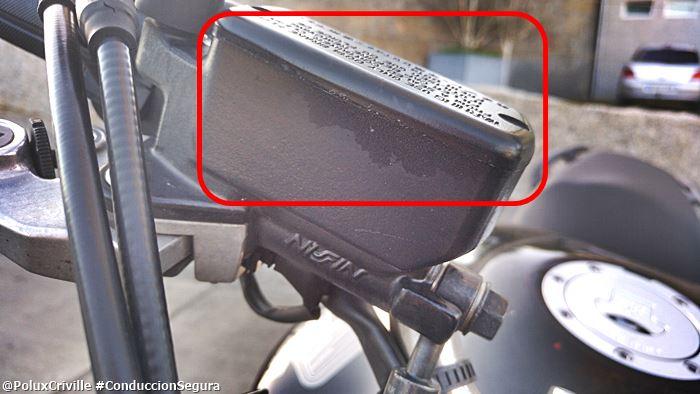PoluxCriville-Efecto-liquido-frenos-dot4-sobre-pinutra-Honda-Hornet (1)