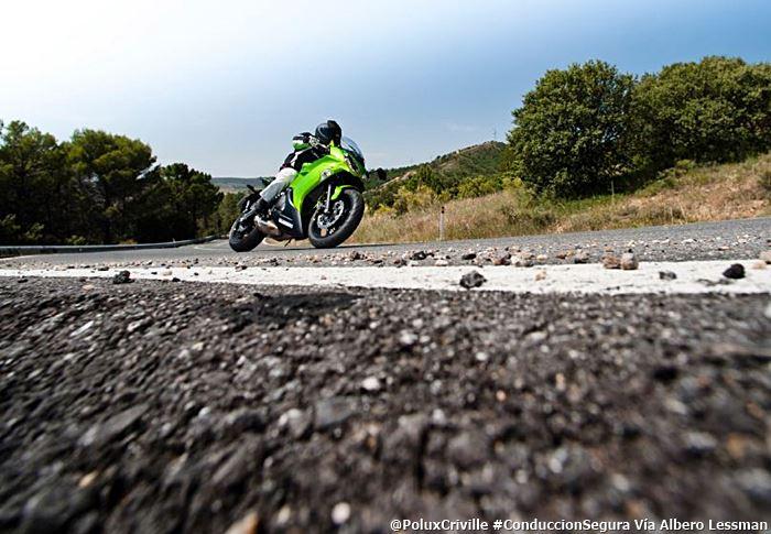 PoluxCriville-Kawasaki-Albero Lessman-Er6f-moto-peligros-asfalto-piedras
