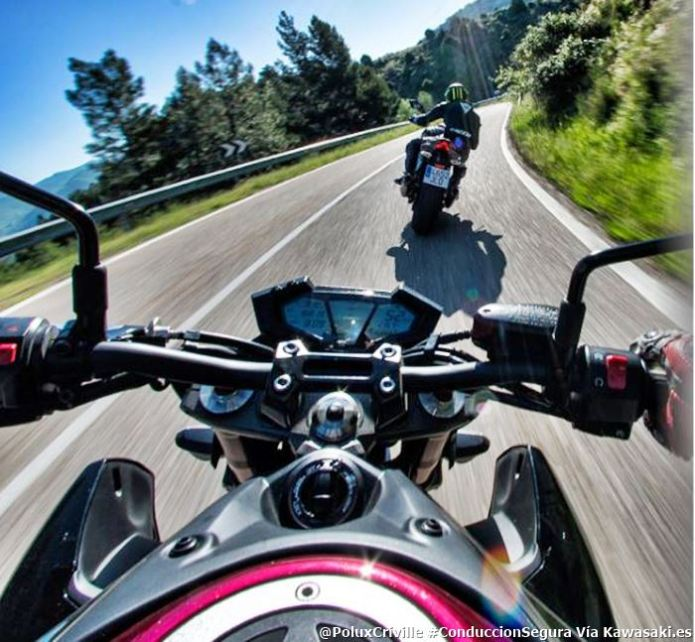 PoluxCriville-Via-GreenBox65_Kawasaki.es-grupo-gestos-moteros-conduccion-segura-moto