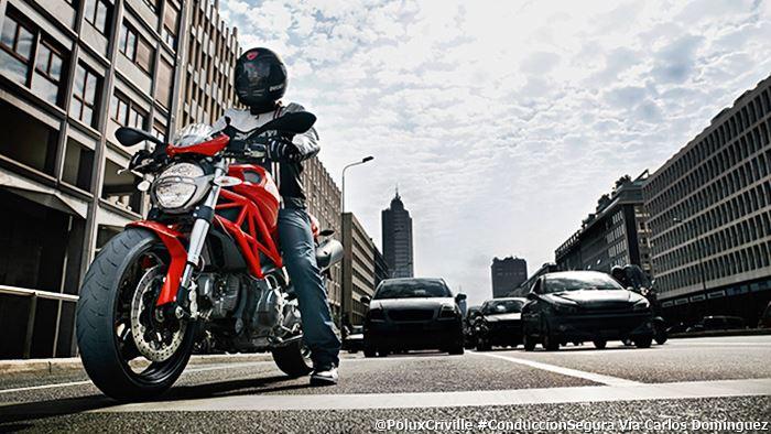 PoluxCriville-Via_Carlos_Dominguez_Ducati-carril-moto-salidas-en-solitario-conduccion-segura-moto