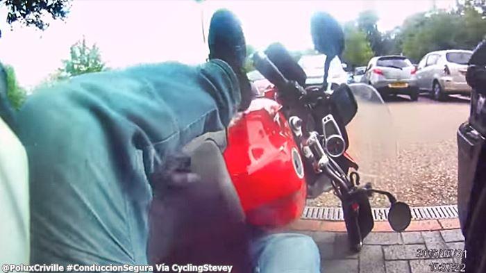 PoluxCriville-Via-CyclingStevey-caida-moto-parado-pinza-disco-conduccion-segura